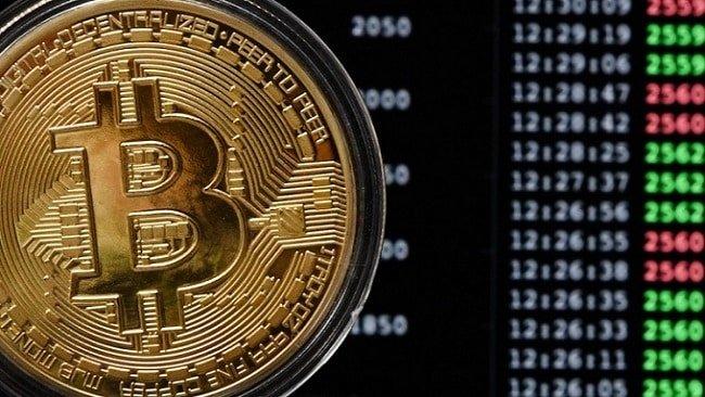 Я все чаще слышу про биткоины и криптовалюту. Что это такое?