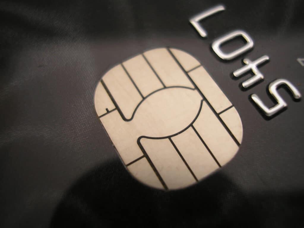 Что такое дополнительная банковская карта и зачем она нужна